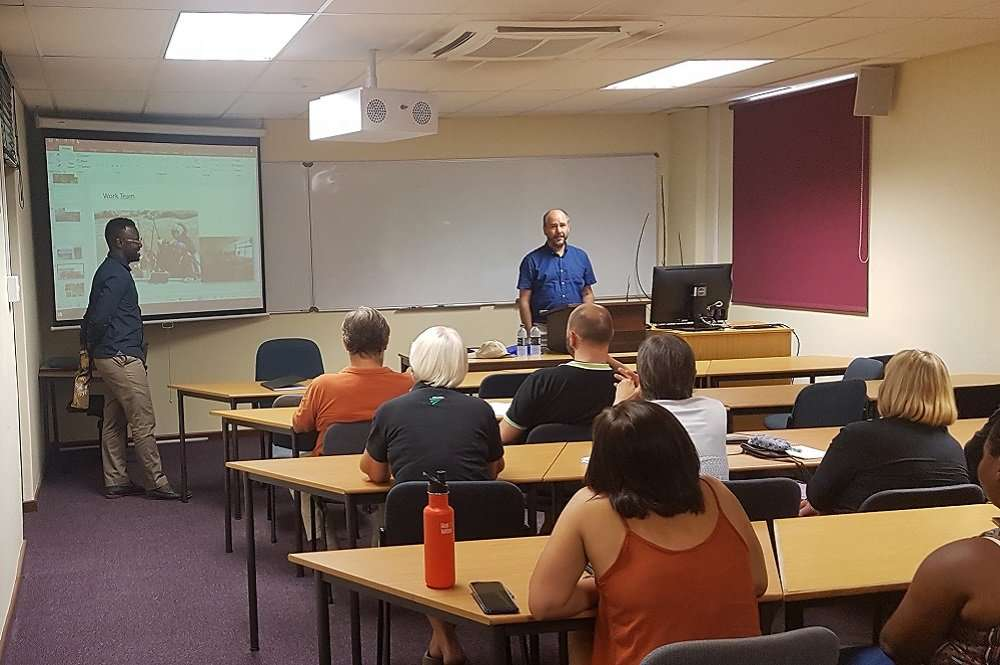 "Profesor Rodrigo Infante dicta charla ""Breeding and Fruit Quality Research at the University of Chile"", en la Universidad de Stellebosch"