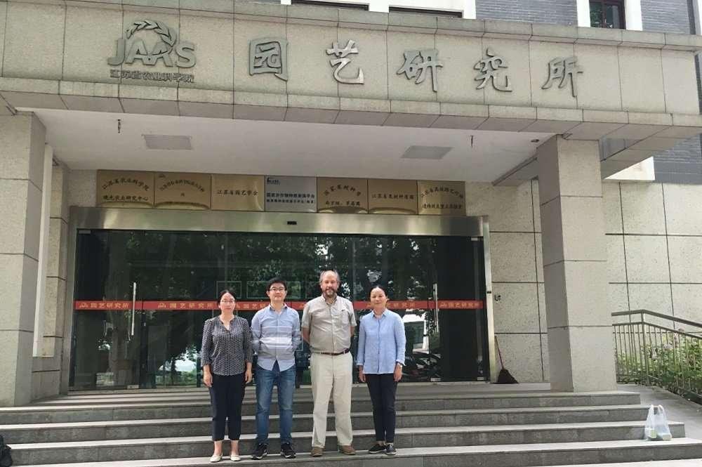 Visita del académico Rodrigo Infante a China